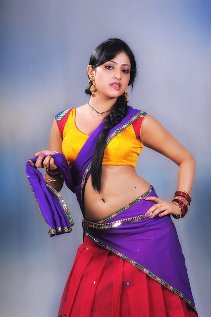 Haripriya Spicy navel Show In Saree