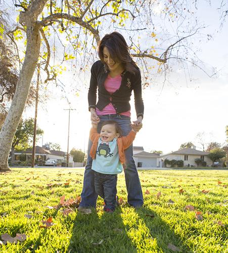 4 mẹo nhỏ giúp bé nhanh biết xe tập đi cho bé