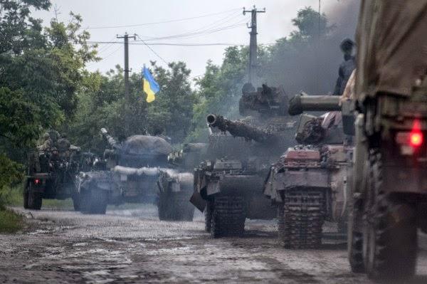Українські війська швидким просуванням з Дебальцевого звільнили від терористів Шахтарськ і почали визволення Торезу, де був збитий малайзійський авіалайнер