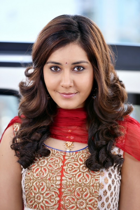 Rashi Khanna Profile Biography Family Photos And Wiki And