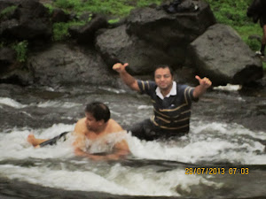 Co-trekkers Mr  Jigneesh.Gheelani and Mr Neeraj.Kumar enjoying a dip in the gushing stream
