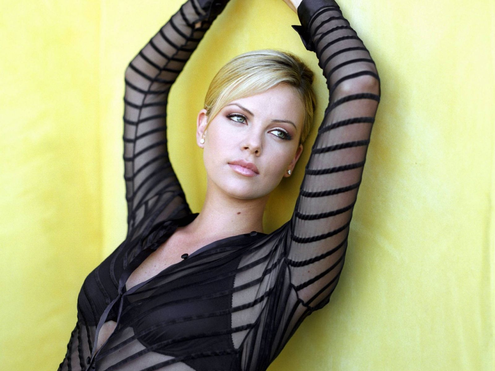 Girls Girls Girls Charlize Theron Hd New Wallpapers 2012