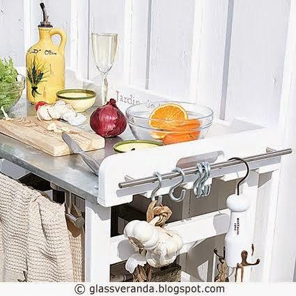 Slik lager du en liten kokkebenk til uteplassen