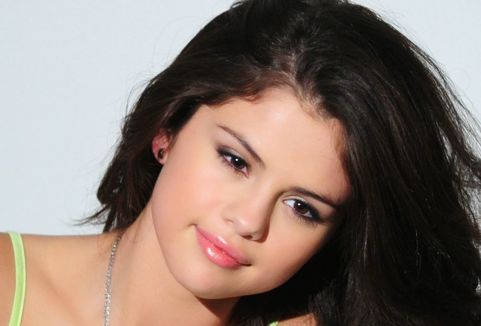 stars wallpaper: selena gomez hd wallpapers free download