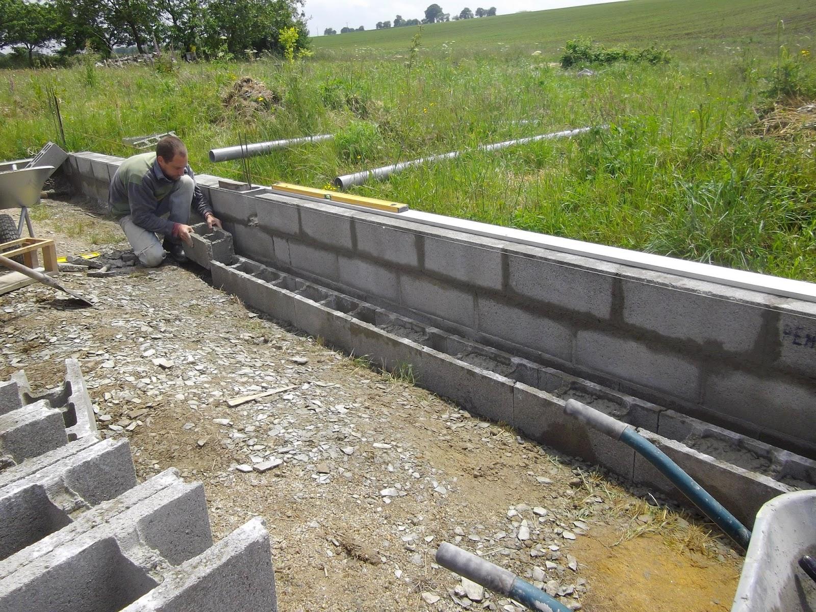 construction de notre maison en bois et paille les fondations 2. Black Bedroom Furniture Sets. Home Design Ideas