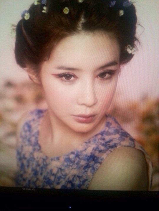 Park Bom BTS Majalah Allure