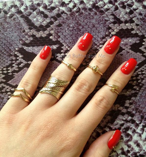 Klasyczna czerwień Essie Fifth Avenue