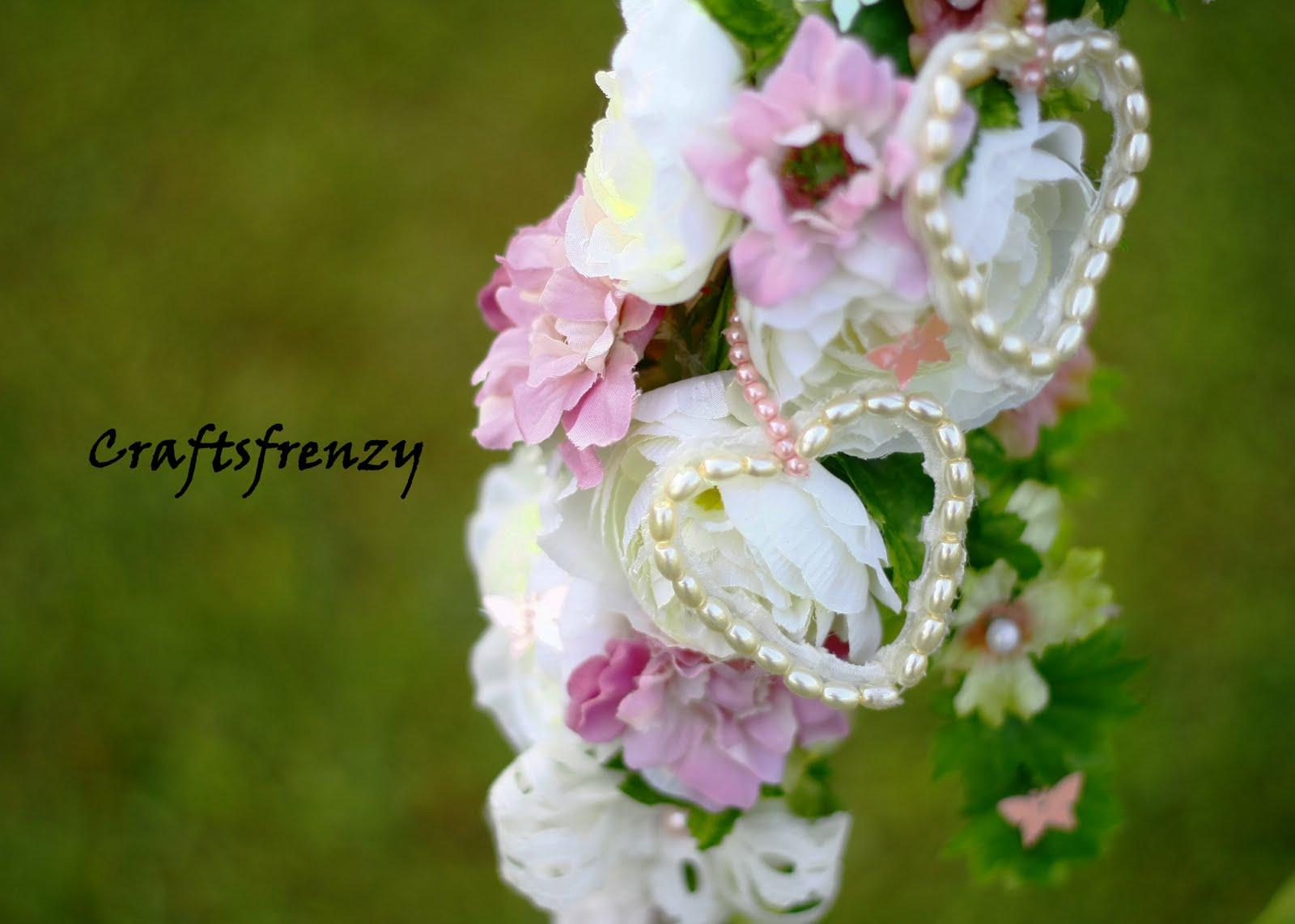 Craftsfrenzy crescent shape bridal bouquet for Crescent bouquet