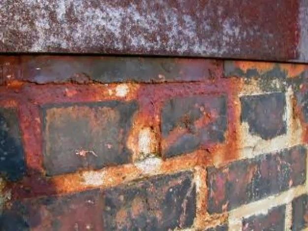 Macchie di ruggine sui mattoni e sul cemento vivere verde - Macchie di umidita sui muri ...