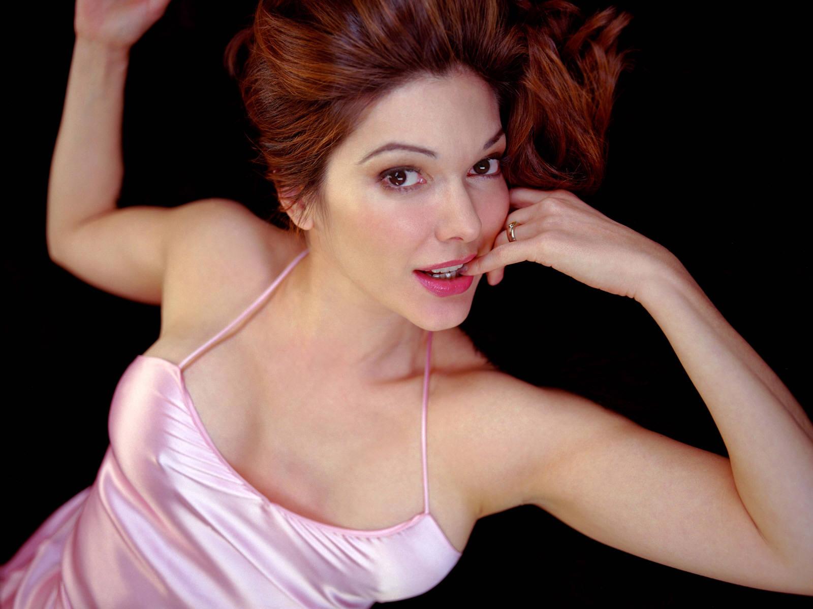 http://2.bp.blogspot.com/-KRna3plPCC0/TaJ7GOmwCDI/AAAAAAAAAfY/Waqvxb7m79o/s1600/Laura-Harring-4.jpg