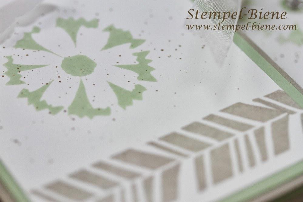 Stampin' Up Grußkarte, Sale-a-bration Petal Parade, Wetlands, Stanze gewellter Anhänger, Stanze Mini-Schmetterling, Stampin Up bestellen, Stampin Up Stempelparty buchen, Stempel-Biene;