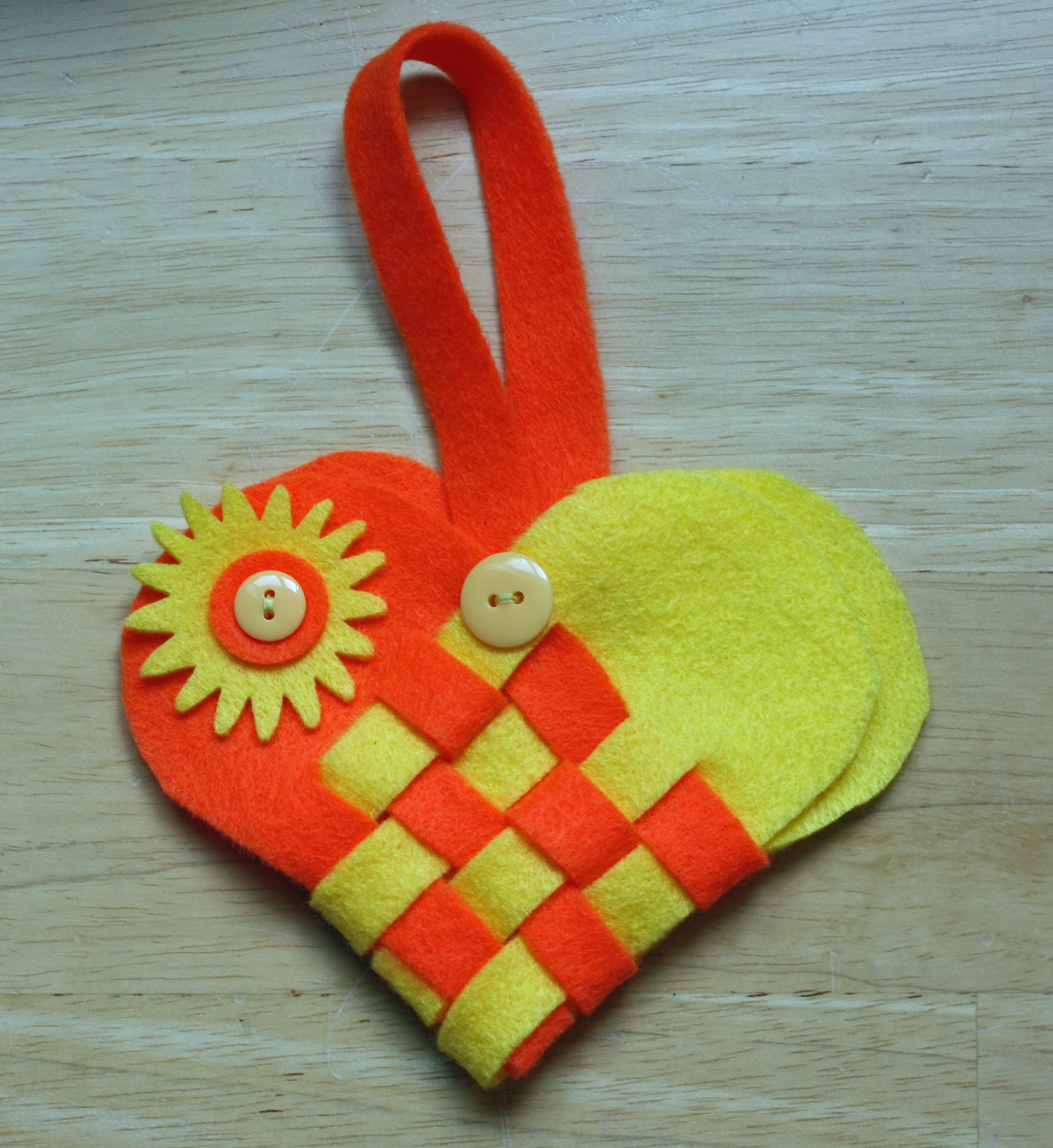 Craft and activities for all ages make an felt easter for Craft activities for seniors