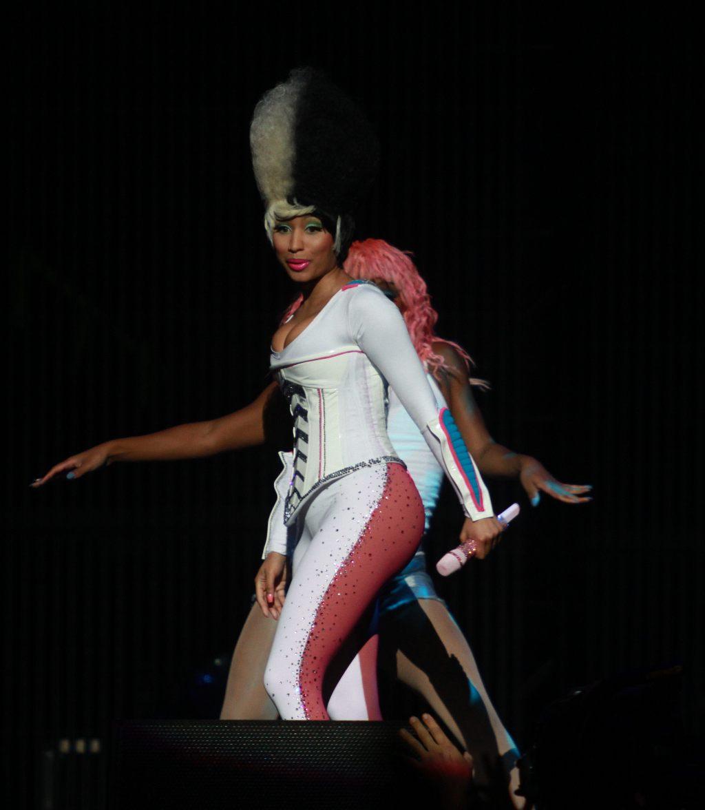 http://2.bp.blogspot.com/-KSBklS2HlLQ/TYpKDIx5AsI/AAAAAAAAKAY/3DWPyyXQTZ8/s1600/Nicki-Minaj-I-Am-Still-Music-2011-Tour-In-Buffalo-08.jpg