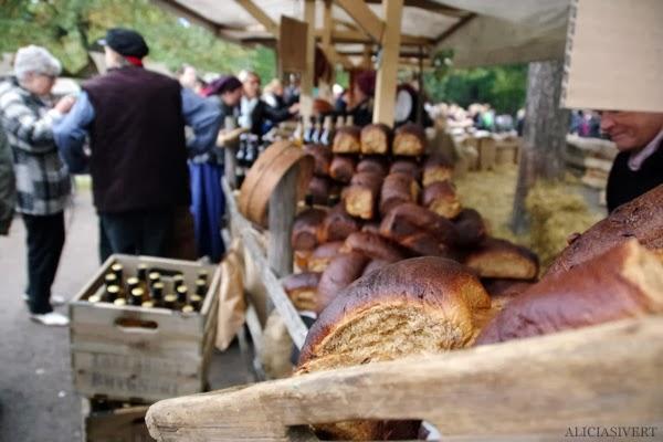 aliciasivert, alicia sivertsson, alicia sivert, skansen, skansens höstmarknad, marknad, höst, market, autumn, dressed up, utklädd, utklädnad, sekelskifte, bröd, bread