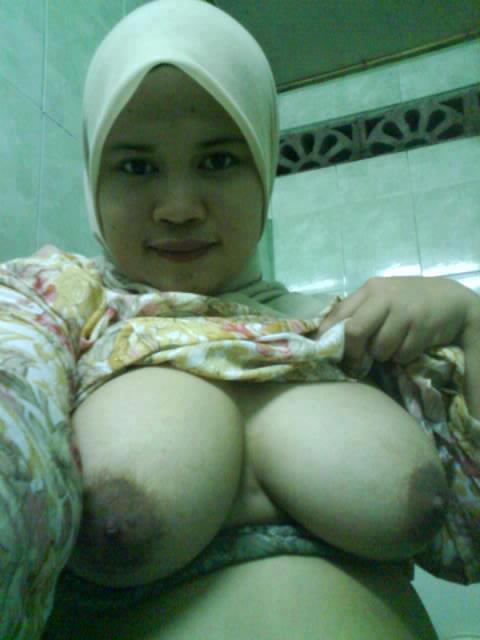 Awek Melayu Tudung Tetek Besar | Download Foto, Gambar ...