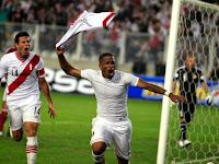 Farfán celebrando su gol