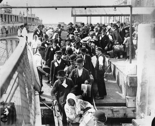 immigrants arriving at ellis island Immigrants were asked 29 questions upon their arrival at ellis island and given a medical inspection those with visible health problems or diseases were either deported or sent to one of the island's hospitals during that time, more than 3,000 would-be immigrants died from their health problems.