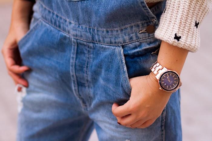 Reloj en acero color oro rosa y esfera azul modelo W0224G3 de GUESS Watches