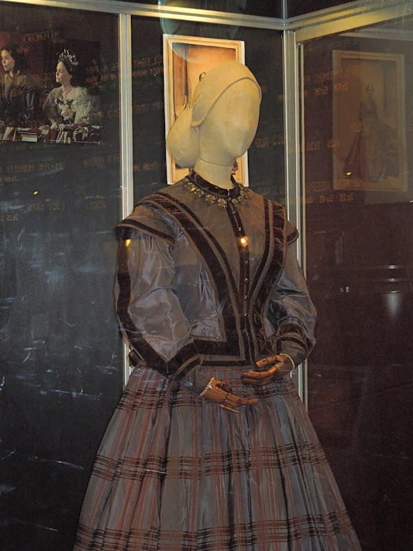 Gloria Reuben Lincoln movie costume