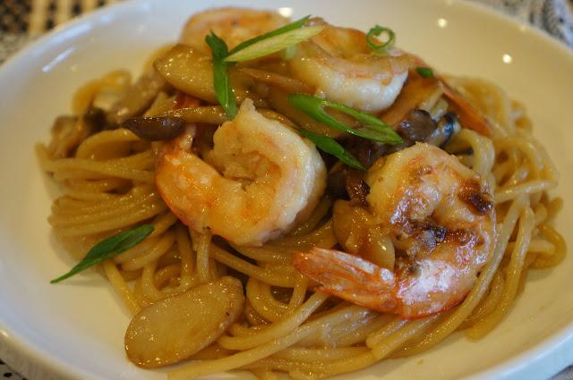 Gourmet by Kat: Shrimp garlic noodles