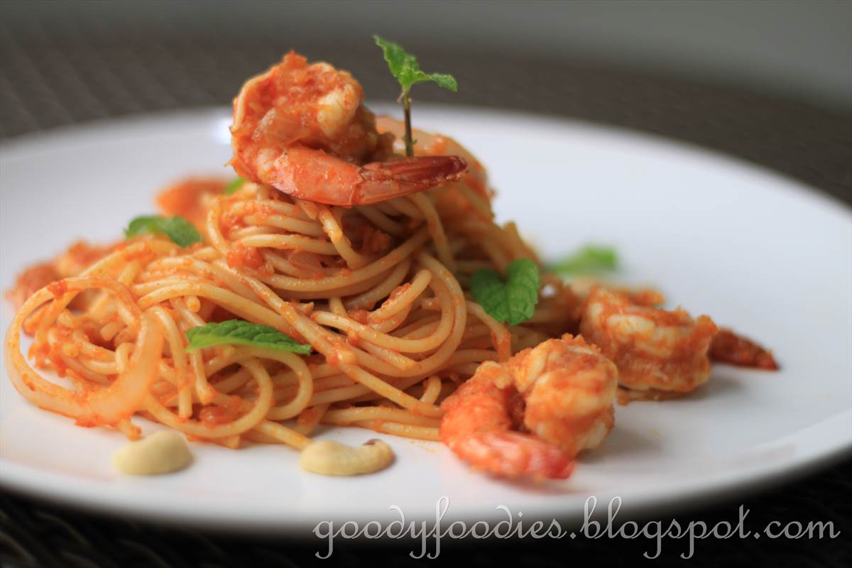 Goodyfoodies recipe spaghetti with spicy prawn sambal for Prawn and spaghetti recipe