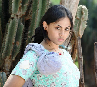 Enchanting Tamil girl with cute looks.