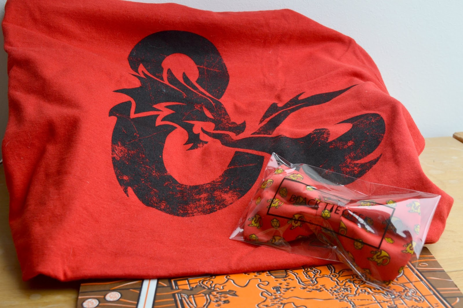 Loot Crate unboxing Dungeon & Dragons shirt bowtie
