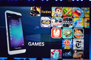 Angry Birds Star Wars para BlackBerry 10 se ha actualizado a la versión 1.1.0.44 desde BlackBerry World. La actualización disponible dice como sigue: Es una época oscura para la Rebelión. Evadiendo la temida Flota Imperial, un grupo de luchadores por la libertad ha establecido una nueva base secreta en el mundo helado de Hoth. Por desgracia, el malvado Darth Vader descubre su escondite, y los pájaros rebeldes desesperados debe escapan y Pigtroopers sigue su rastro. Pero los rebeldes tienen un as bajo la manga con el debut de la princesa Leia! Puedes descargar está actualización desde BlackBerry World AQUI