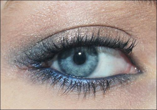mon blog 100 girly un maquillage bleu pour mes yeux bleus. Black Bedroom Furniture Sets. Home Design Ideas