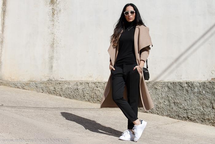 Blogger de moda de Valencia con zapatillas blancas Adidas Stan Smith