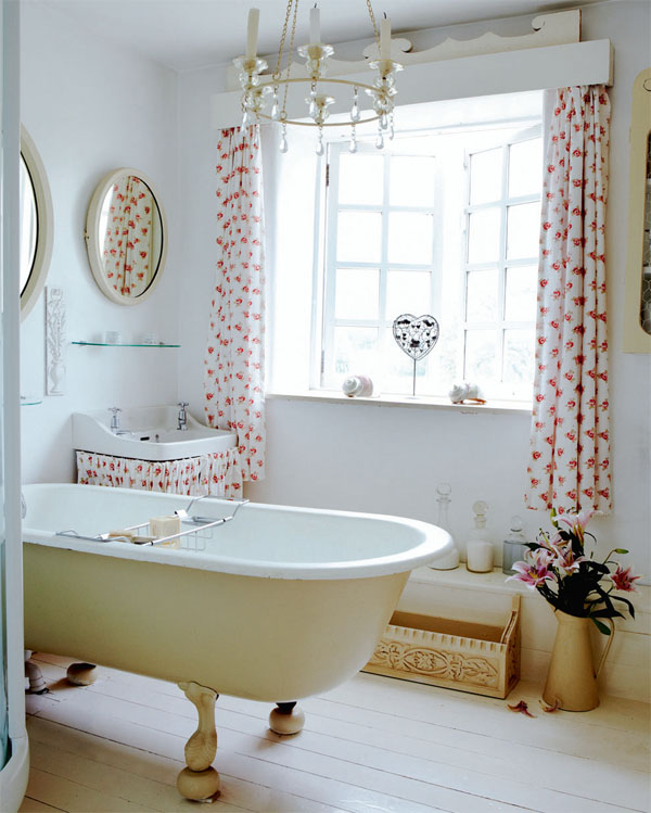 Modern country style english country house with - Deco salle de bain vintage ...
