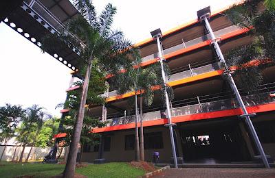 http://2.bp.blogspot.com/-KU635kJ8V3M/UMBr14jnteI/AAAAAAAAAEA/EmNqkELID4o/s320/di-sebrang-parkiran.jpg