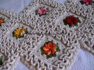 trilho de mesa croche com flores
