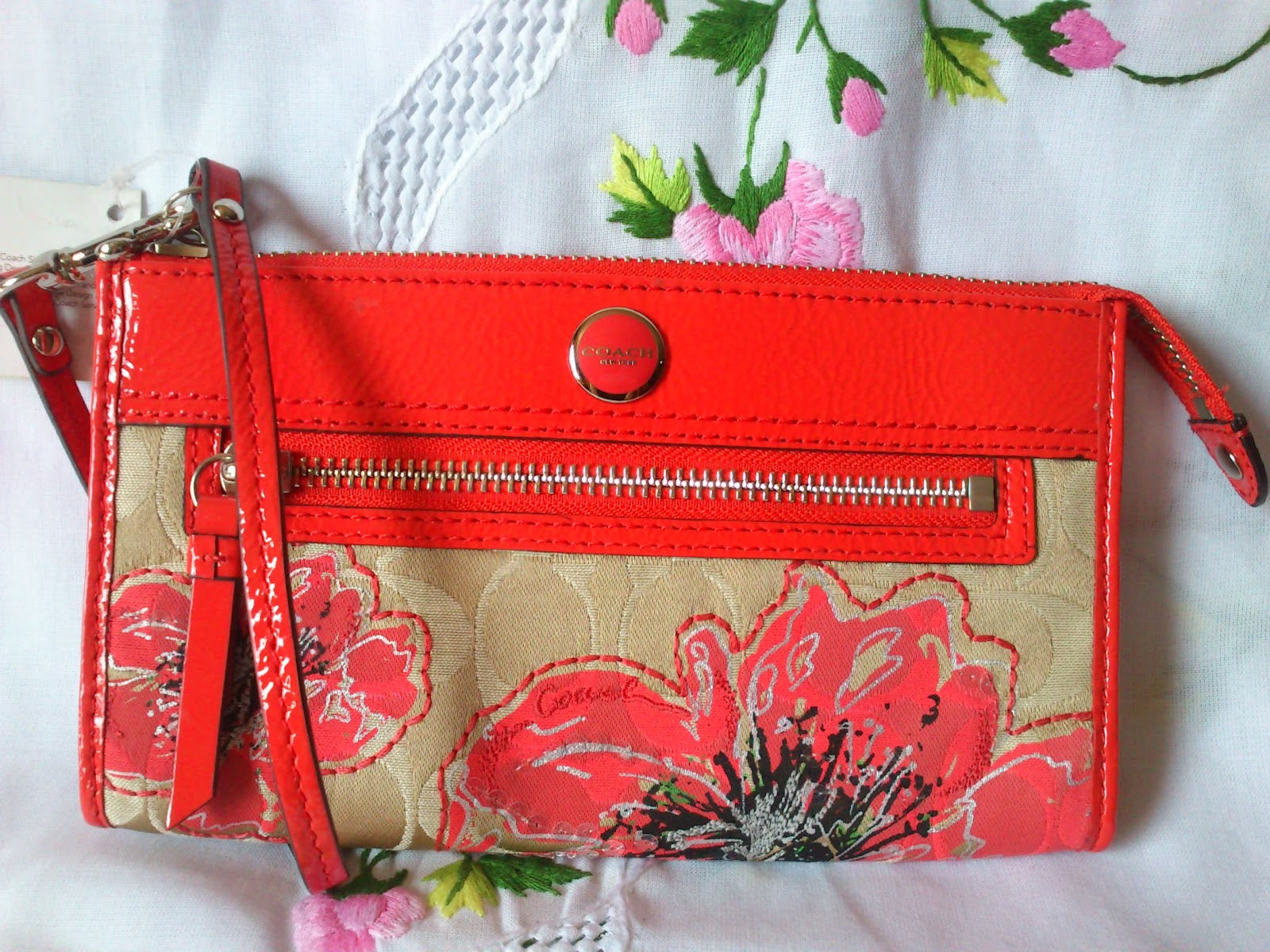Branded item for less coach poppy signature flower zippy wallet 47070 coach poppy signature flower zippy wallet 47070 mightylinksfo