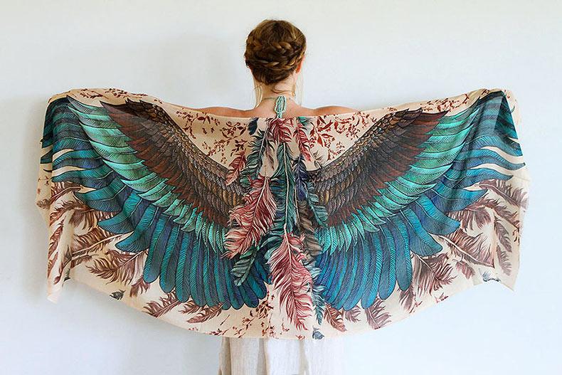 Estas bufandas magníficas te harán lucir como un pájaro con las alas bien abiertas