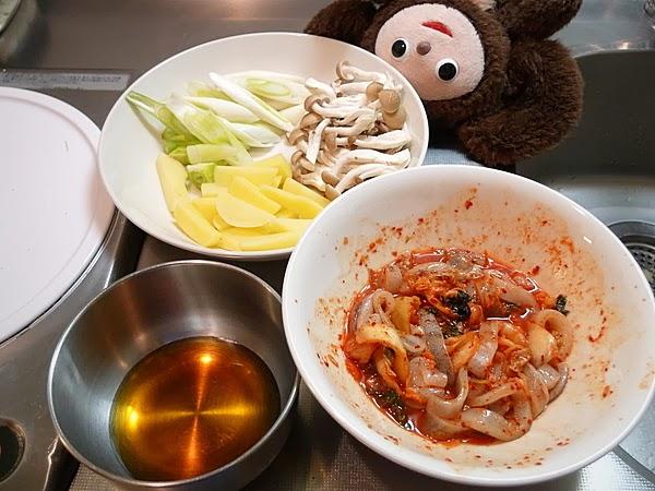 イカとジャガイモのキムチ炒めの作り方(3)