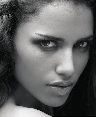 Esha-Gupta-Bollywood-Hot-Actress