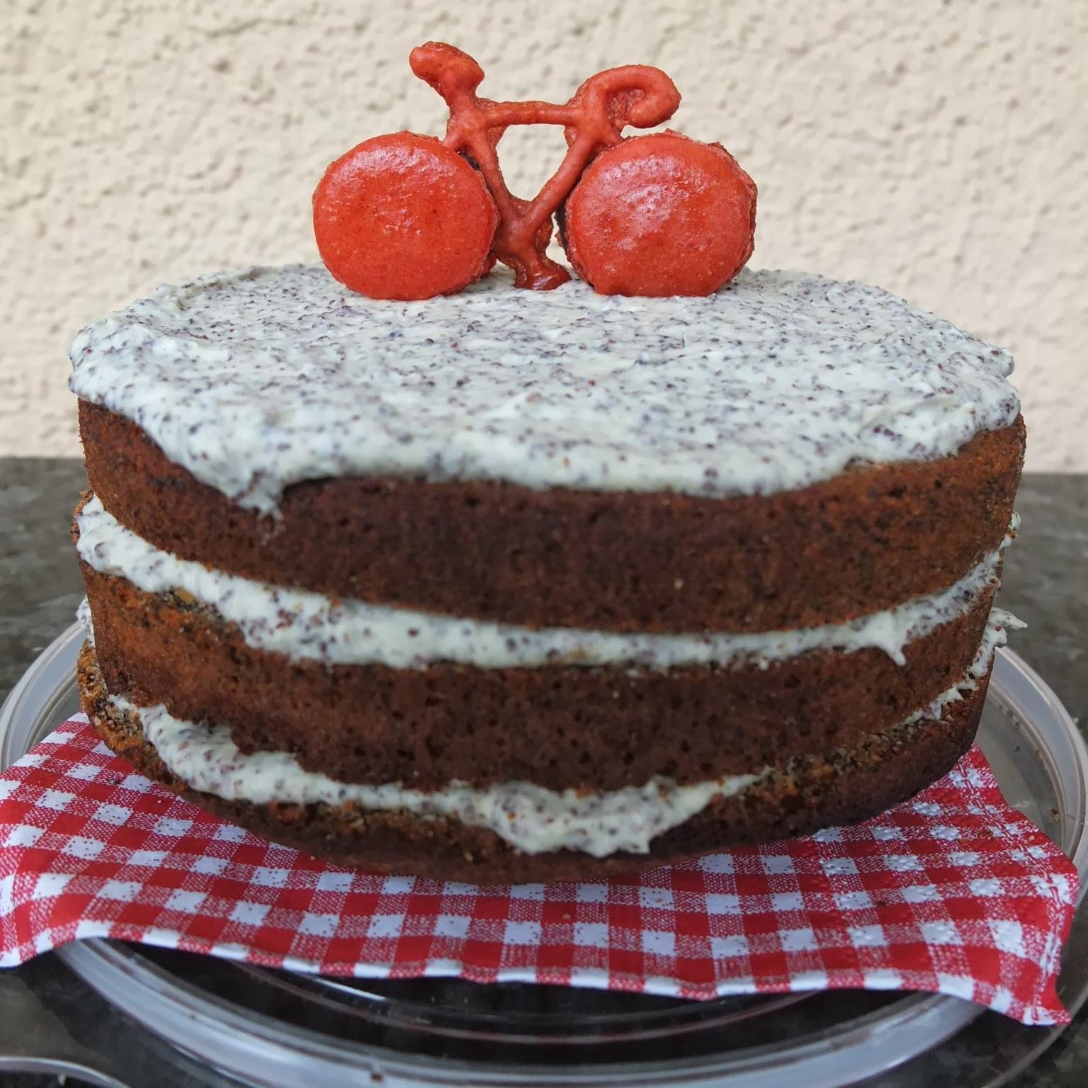 Pâtisserie Nadine: Mohntorte mit Macaron-Fahrrad