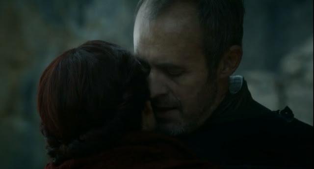 Stannis susurra a Melisandre - Juego de Tronos en los siete reinos