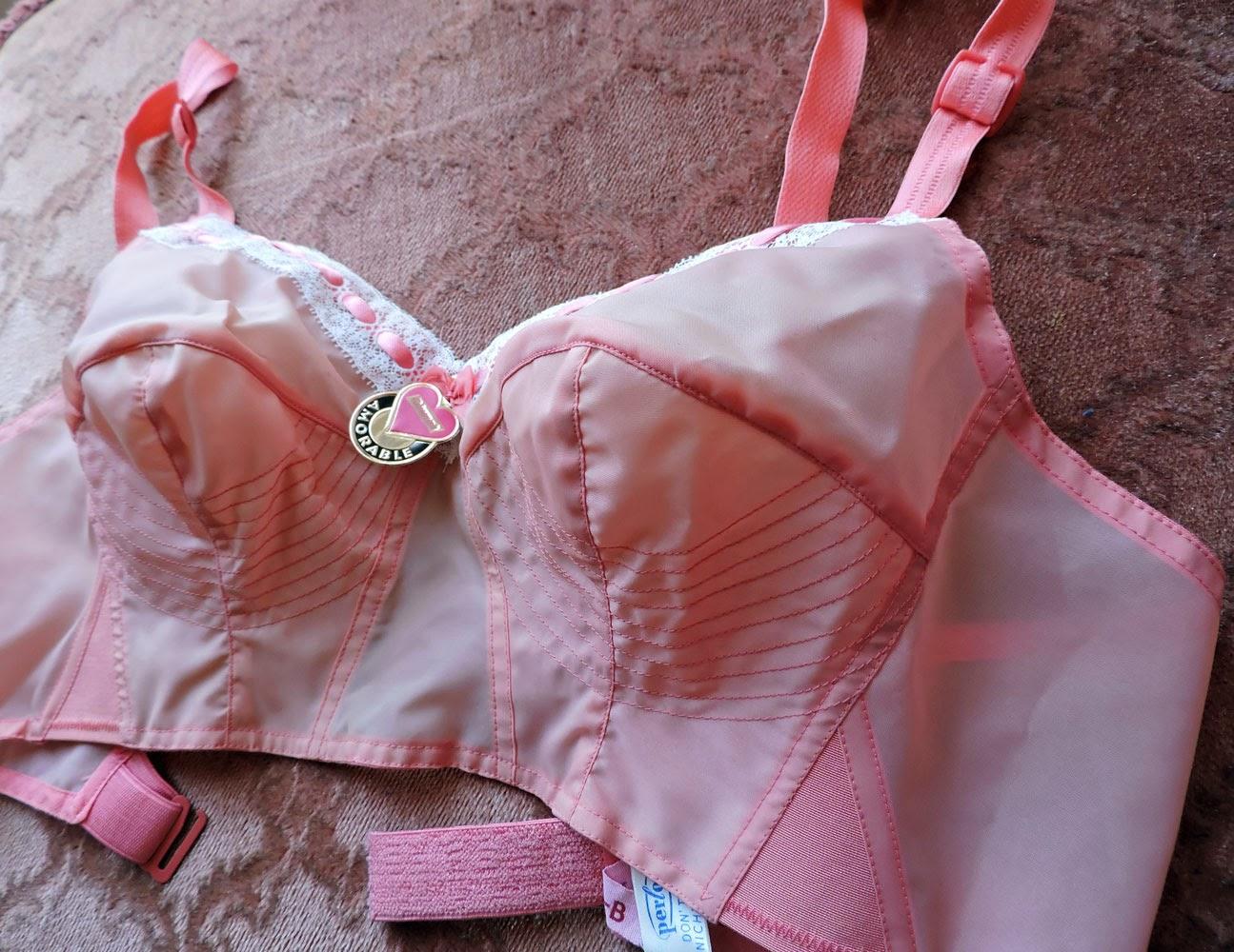 http://www.ebay.de/itm/Bullet-Bra-50er-Rosa-Peach-Bustenhalter-Vintage-Spitztute-BH-Triumph-Deadstock-/161612715217?pt=DE_Vintage_Damenunterw%C3%A4sche&hash=item25a0de54d1