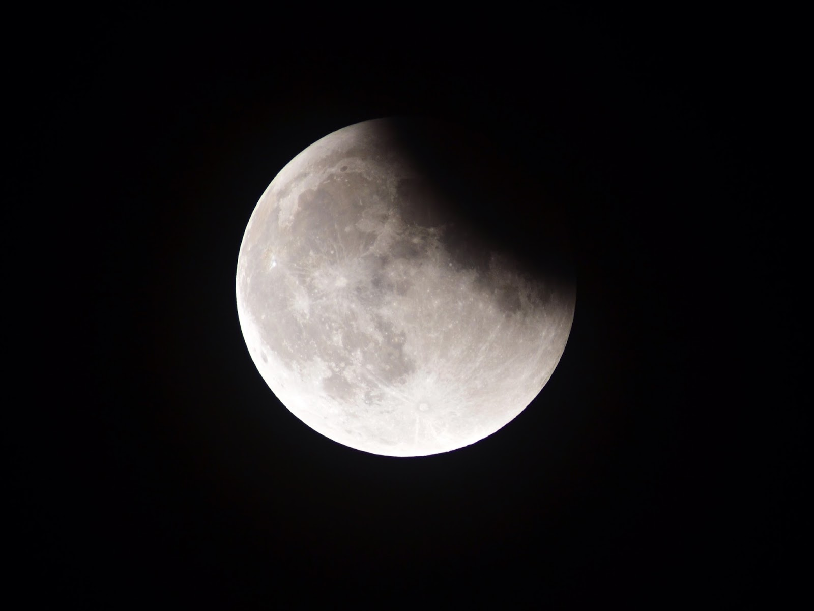 lunar eclipse 12, when the new moon rose for some lucky viewers, the end of the month will  be even more exciting: there's a total lunar eclipse coming on.