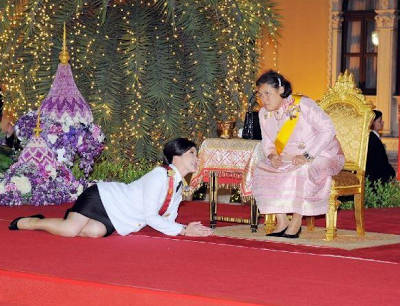 PAKTAM2U: PM Thai Sembah Tiarap Depan Puteri Raja