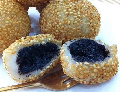 Baking Diary: Sesame Balls with Black Sesame Paste Filling