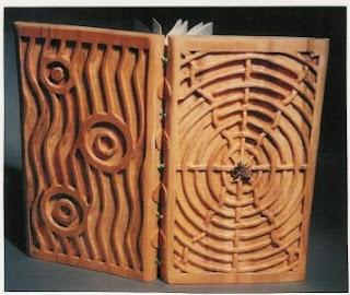 Koleksi Buku Unik , Terbuat dari Kayu