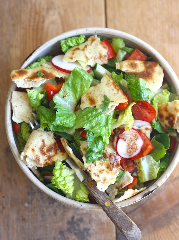 Fattoush recipe by SeasonWithSpice.com