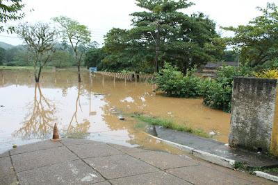 enchente-em-eldorado-sp-05-junho-2012-fotos-luiz-momisso (1)