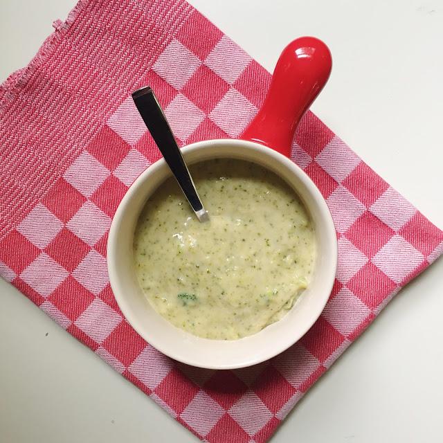 Broccoli-Cheddar-Soup-Vegetarian-Soup