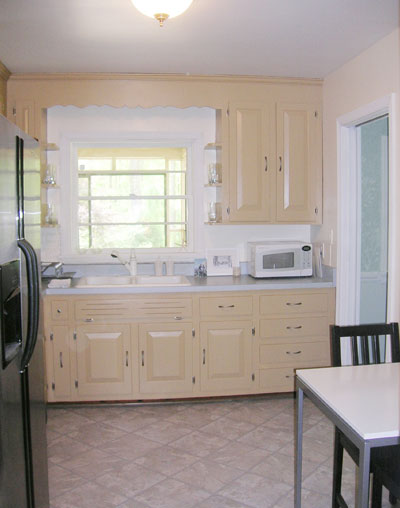 Kitchen trends painting kitchen cabinets before and after for Before and after painting kitchen cabinets white