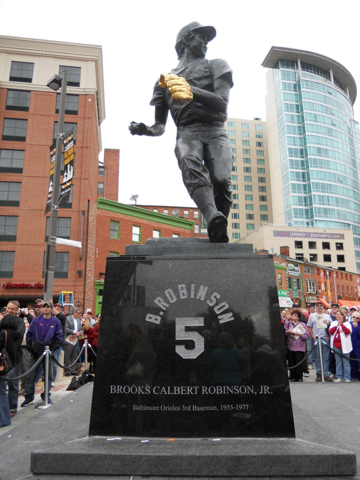 11 Fantastic Sports Statues | Total Pro Sports