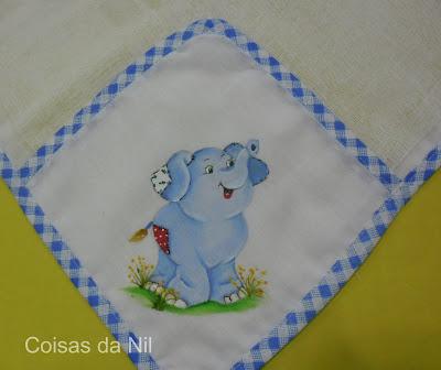 fralda de boca com pintura de elefantinho